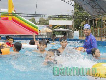 Đắk Nông: Bể bơi di động – mô hình cần nhân rộng