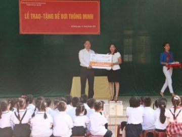 PTI dạy bơi miễn phí cho học sinh trường Văn Yên