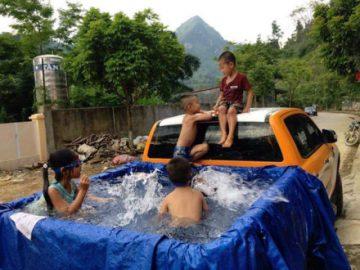 Bể bơi di động siêu rẻ từ Ford Ranger tại Việt Nam