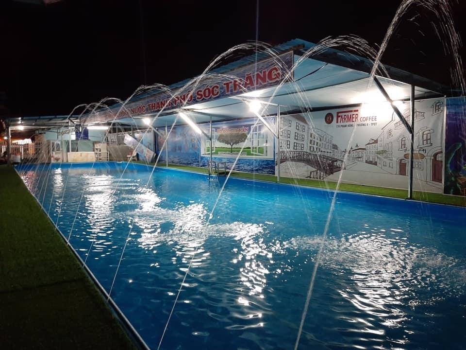 hồ bơi thông minh thiết kế phun nước