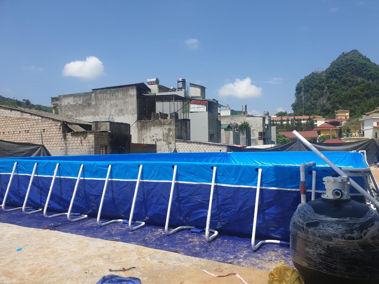 bể bơi khung kim loại và bình lọc nước