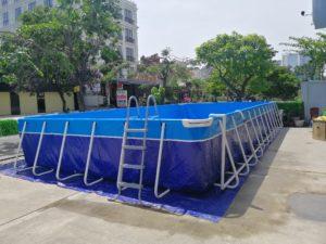 bể bơi di động với thang inox