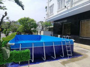 bể bơi với khung chân chắc chắn