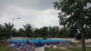 bể bơi trường học góc nhìn từ xa