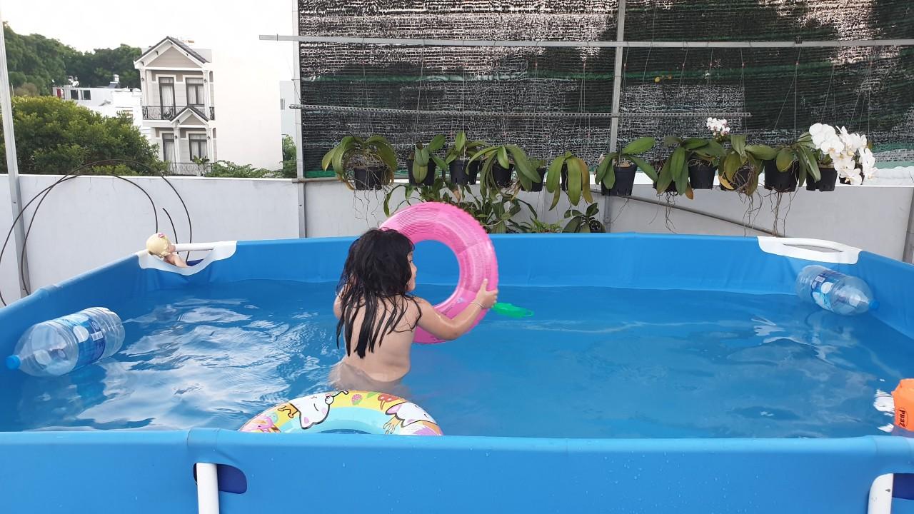 hồ bơi cho bé đặt trên tầng thượng